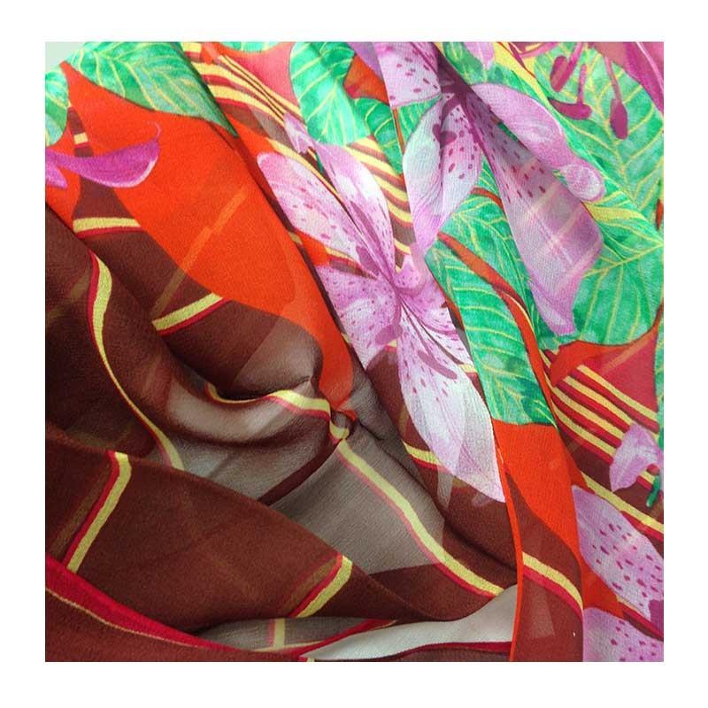 Hodvábny šál Burgundy Lillies - detail