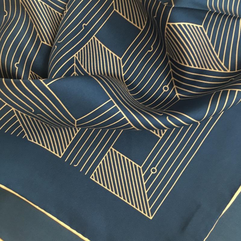 Hodvábna šatka Symmetry blue